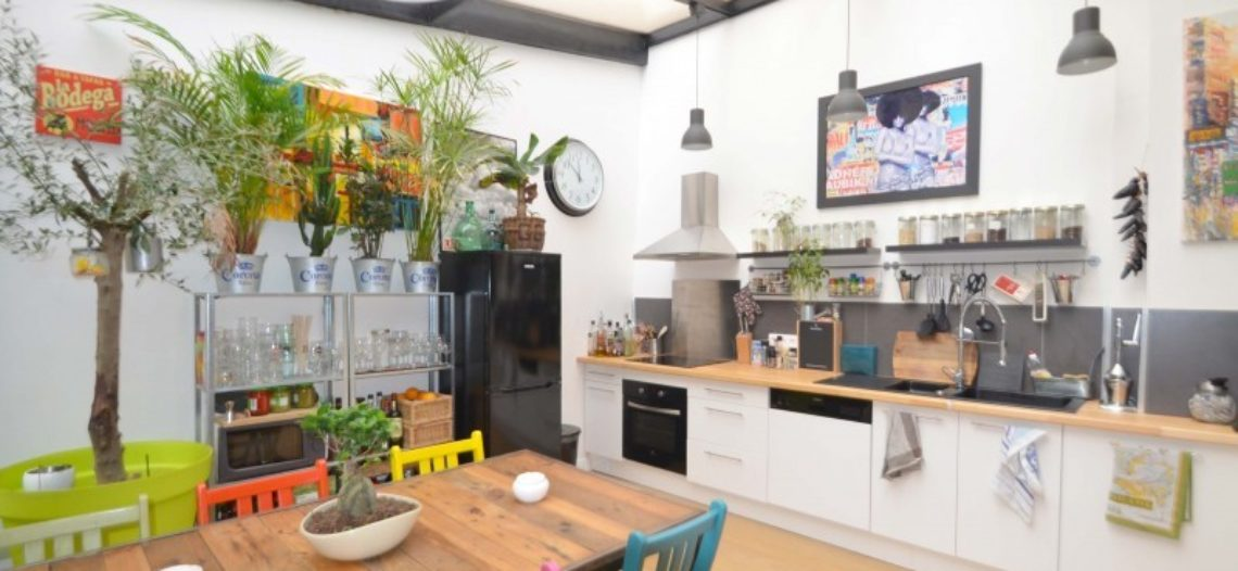 Thiết kế căn hộ 50m² tồi tàn thành không gian sống đầy sắc màu hiện đại