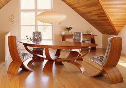 Bữa ăn ngon cùng với mẫu bàn ăn gỗ tự nhiên