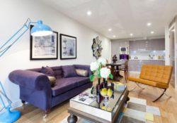 Làm cách nào để kết hợp sofa màu tím với không gian sống của bạn?