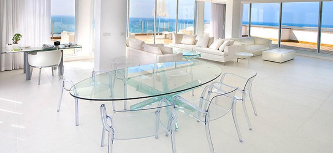 Làm mới không gian với bộ bàn ghế phòng ăn bằng kính
