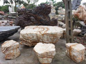 Bàn ghế đá bằng đá tự nhiên- sự lựa chọn tuyệt vời cho sân vườn