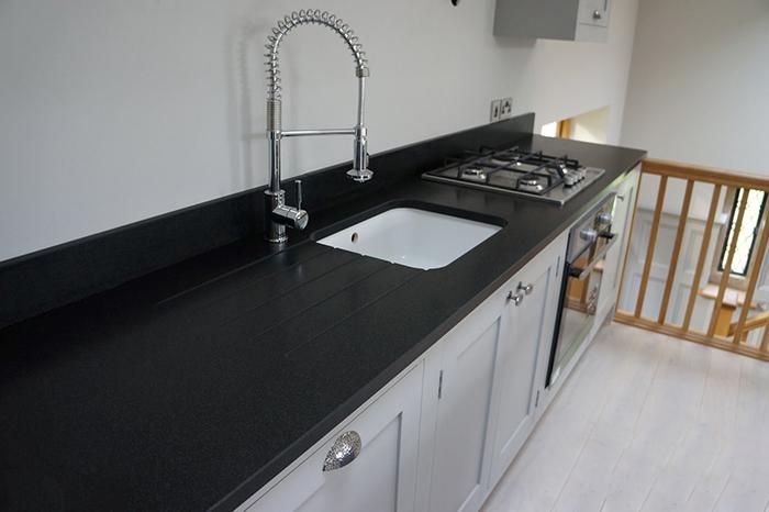 Đá granite đen ánh kim-sự lựa chọn thông minh cho không gian bếp-02