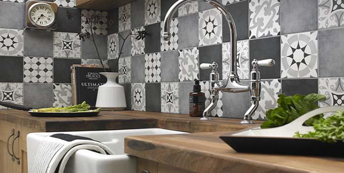 Gạch bông ốp tường bếp được ưa chuộng